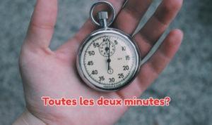main avec un chronomètre