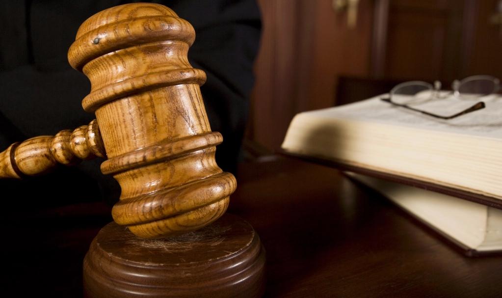 marteau d'un juge sur son bureau