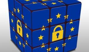 Rubuk's cube aux couleurs de l'UE avec un cadenas