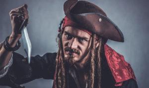pirate avec un couteau à la main