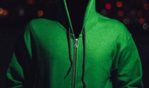 veste à capuche portée par une personne invisible
