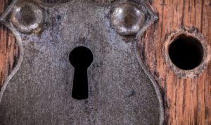 serrure antique sur une porte